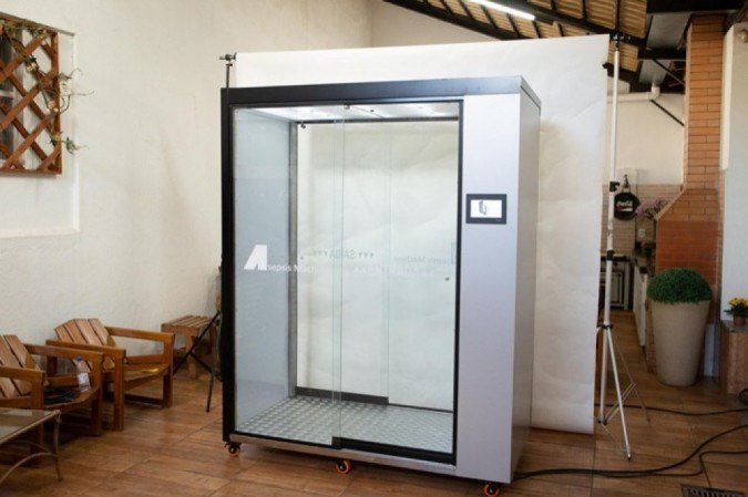 A Asepsis Machine é de aço e conta com válvulas que corrigem a pressão da atomização no interior