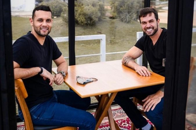 Ygor Brito e Maurício Rodrigues são sócios de um restaurante cujo formato foi pensado com a pandemia