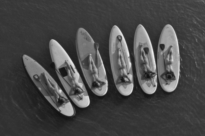 Guardiões do Lago: Calendário lançado com fotos de atletas, artistas e ecologistas nus chama atenção para degradação do Lago Paranoá.
