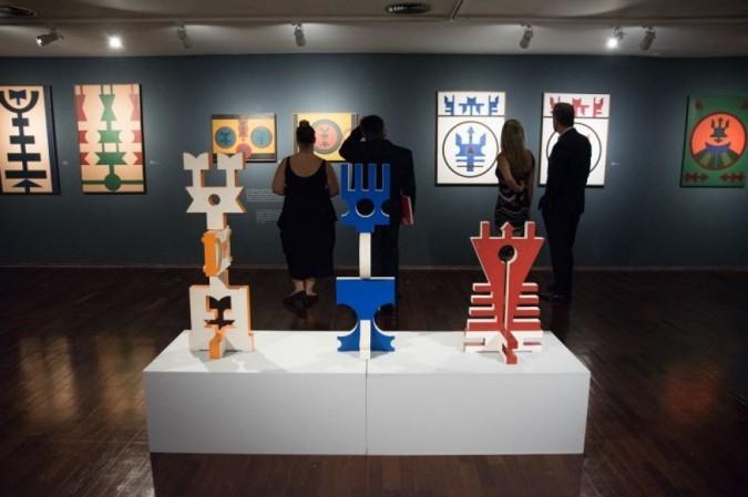 Exposição de Rubem Valentim -- Construção e fé.