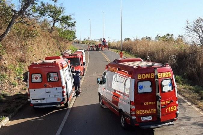 O Corpo de Bombeiros e o Samu participaram do socorro das vítimas