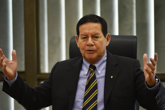 Mourão deixou claro que ideia de utilizar o dinheiro dos precatórios e do Fundeb para bancar programa social do governo está descartada - (crédito: Marcelo Ferreira/CB/D.A Press )