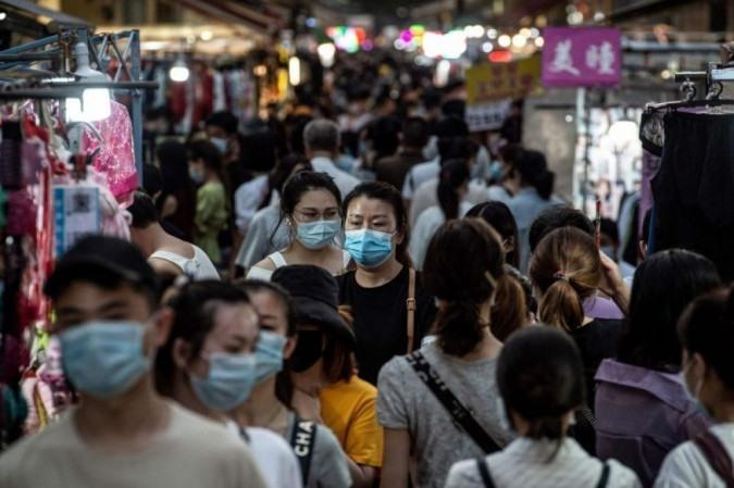 Há 10 vacinas em desenvolvimento com autorização do governo chinês para testes em humanos: país contabiliza 90,6 mil casos -  (crédito: STR)