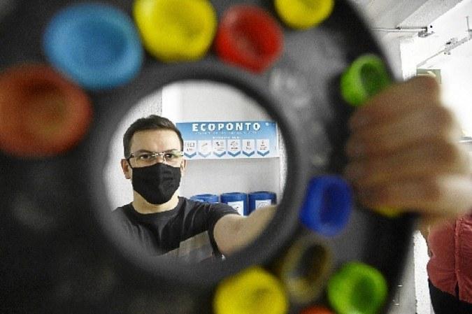 Cássio ajuda a implantar o programa lixo zero no condomínio onde vive -  (crédito: Minervino Júnior/CB/D.A Press     )