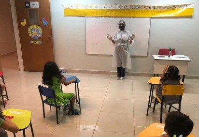 Seguindo o protocolo de proteção, o colégio de educação infantil Little Kids recebeu os alunos nesta segunda-feira -  (crédito: Colégio Little Kids/Reprodução)