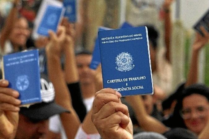 Desemprego de 14,4% bate recorde e atinge 13,8 milhões de brasileiros