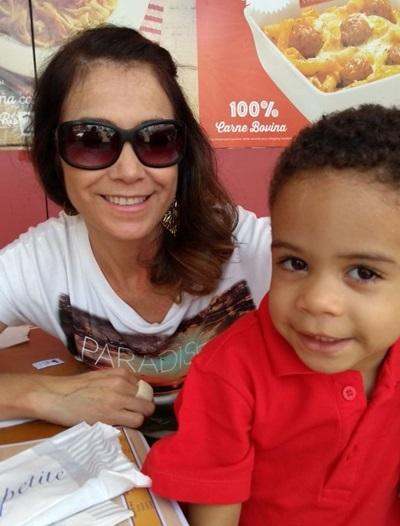 Neila Santos Uecker é mãe de um dos alunos de Aldecy e tem certeza que será de imensa ajuda o uso dos kits nas aulas remotas
