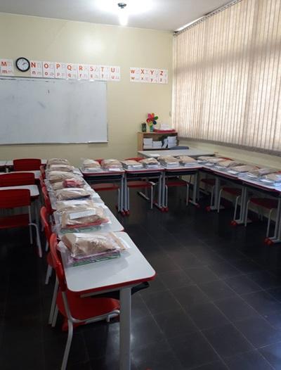 Kits com materiais escolares foram disponibilizados, na Escola Classe 410 da Asa Sul, para ajudar na alfabetização dos alunos