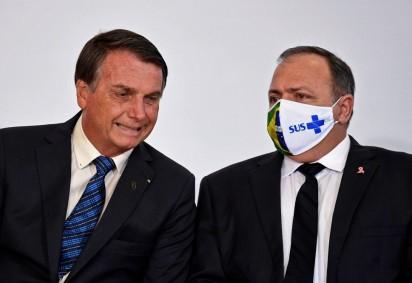 Bolsonaro disse que se encontrará com Pazuello para discutir sobre judicialização da vacina -  (crédito: Evaristo Sá/AFP)