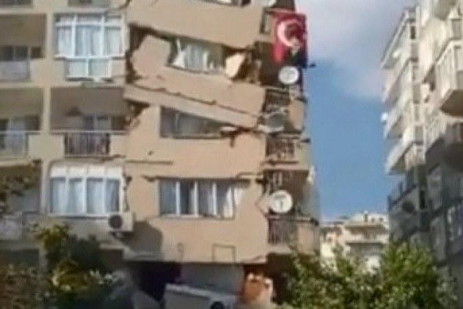 Terremoto na Turquia: Imagens flagram de queda de prédio a inundação. Veja  vídeos