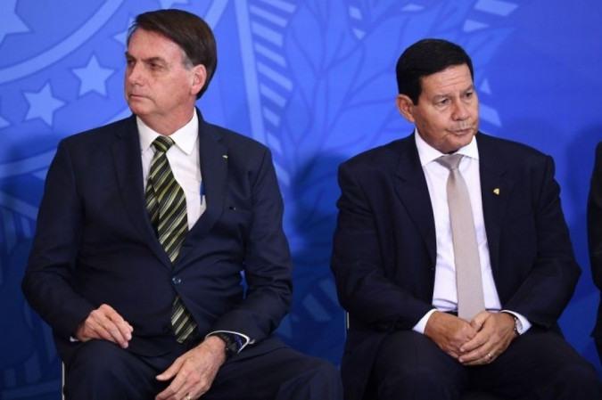 Mourão afirma que Bolsonaro está sendo