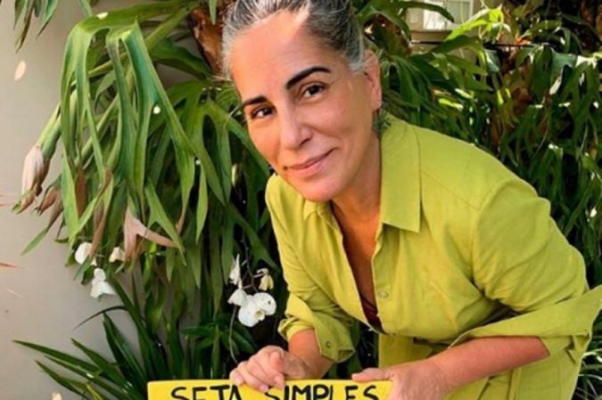 Gloria Pires diz que se sente empoderada com os cabelos naturalmente grisalhos - (crédito: Reprodução/Instagram)