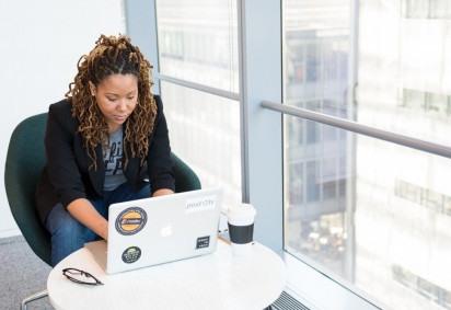 O objetivo do encontro é discutir, junto aos responsáveis de RH, medidas práticas de inclusão racial nas empresas -  (crédito: Christina @ wocintechchat.com/Unsplash)