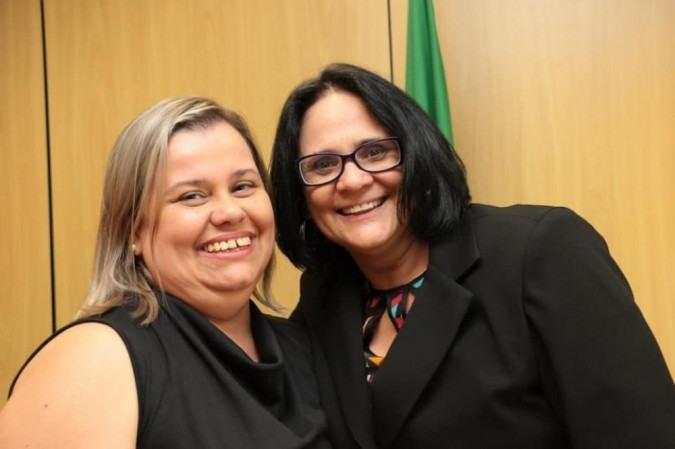 Secretária ao lado da ministra Damares -  (crédito: Reprodução / Redes Sociais)