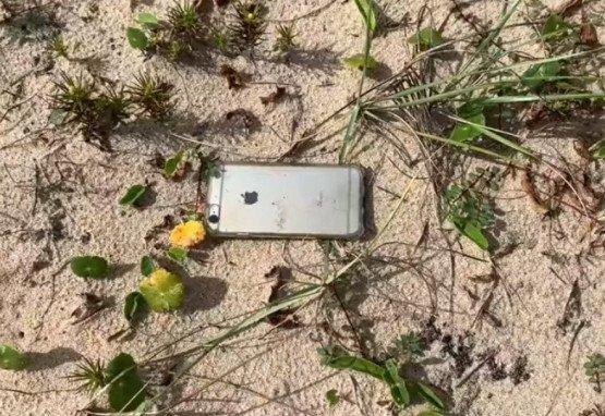 Celular do ambientalista Ernesto Galiotto encontrado em Praia de Cabo Frio, Rio de Janeiro.