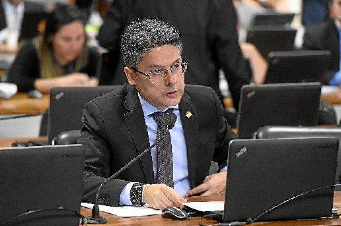 O senador Alessandro Vieira: