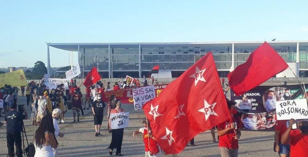 Manifestação pró-impeachment Bolsonaro em Brasília