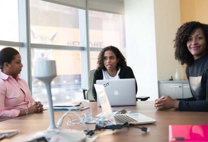Jovens negros podem se candidatar à mentoria da Fundação Estudar e receber auxílio para inscrição no programa Líderes Estudar -  (crédito: Christina Wocintechchat/Unsplash)
