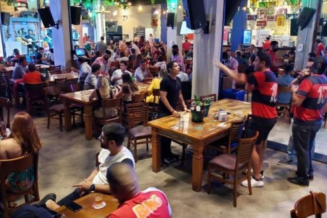 Espectadores se reuniram em bares do Sudoeste para acompanhar a partida Flamengo x São Paulo - (crédito: Carlos Vieira/CB/D.A Press)