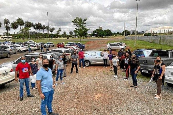 Na tarde de terça-feira (2/3), professores fizeram carreata contra retorno das aulas presenciais - (crédito: Francisco de Assis G. Souza/Divulgação)