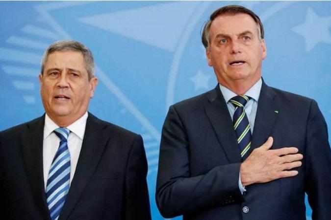 O novo ministro da Defesa, Braga Neto, ao lado do presidente Jair Bolsonaro. Mudança de comando foi o estopim para as tensões desta terça - (crédito: Alan Santos/Presidência)