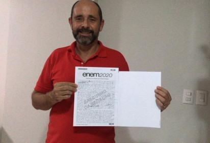 Alexandre Camilo, 55 anos, quer tentar uma vaga para o curso de letras depois de viver como morador de rua e histórico com uso de drogas -  (crédito: Arquivo Pessoal)
