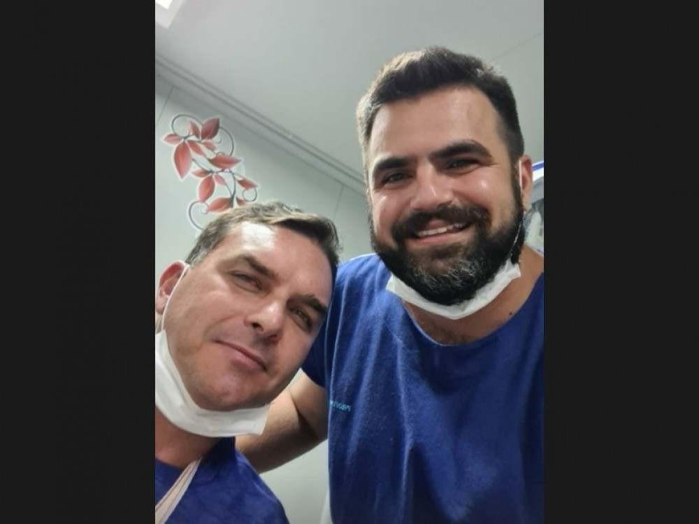 O médico Marvel Faber Pelucio Falcão postou uma foto com o senador nas redes sociais -  (crédito: Reprodução/Instagram)