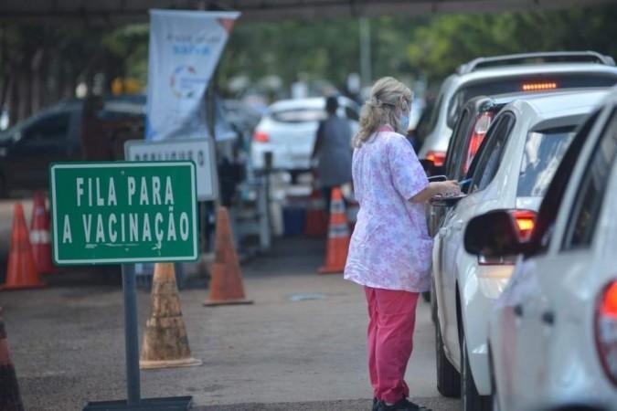 O ponto noturno de vacinação vai funcionar no Setor Militar Urbano - (crédito: Ed Alves/CB/D.A. Press)