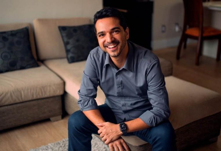 Raphael Coelho, CEO da plataforma TutorMundi, afirma que o dia da educação é para comemorar a liberdade de estudo