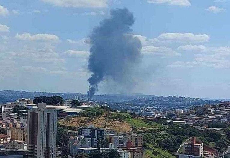 Fumaça vista do Bairro Estoril, Região Oeste de Belo Horizonte