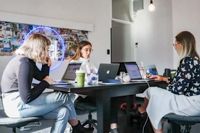 Startup está com 13 vagas abertas na área de tecnologia e negócios