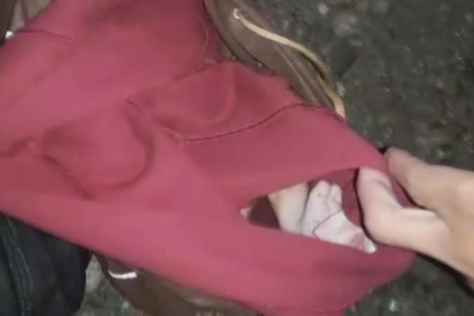Bebê é resgatado dentro de mochila jogada em matagal em São Paulo