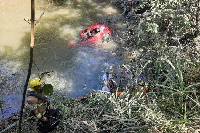 O carro foi encontrado a 400m da entrada da cidade.