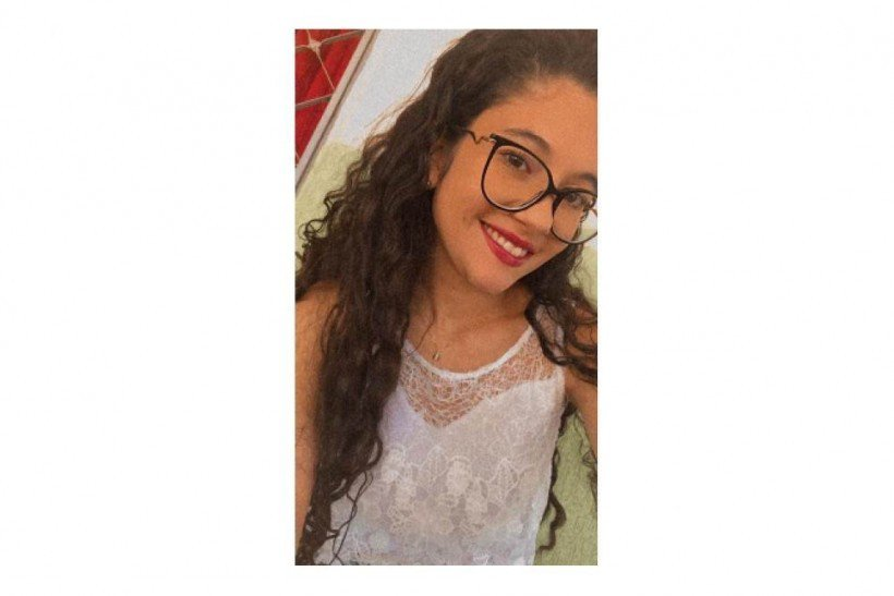 Lívia Simara, 19, estudante de pedagogia na Universidade de Brasília, idealizadora e responsável pelo conteúdo de história e biologia do projeto