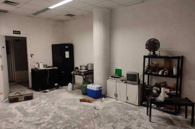 Polícia encontrou cozinha improvisada no imóvel