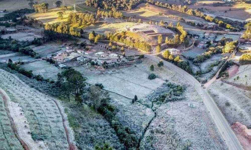 Vista dos bairros Rurais em Maria da Fé, no Sul de Minas, com geada