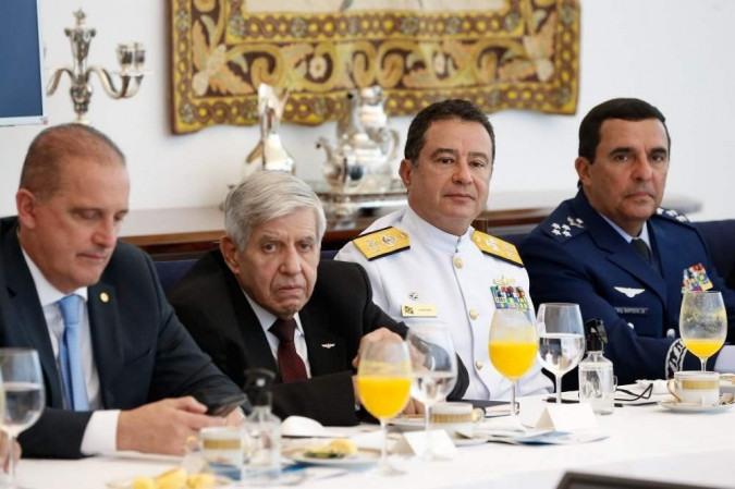 Imagens reproduzidas na reunião criticaram os protestos e ressaltaram a presença de símbolos comunistas nos atos -  (crédito: Alan Santos)