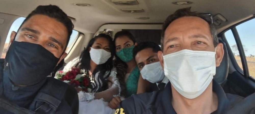 A noiva, Maria de Fátima Lima dos Reis, 31 anos, e seus padrinhos, Ramilla Pereira dos Reis, 24, e Igor Pereira dos Reis, 22, foram resgatados pelos agentes da PRF