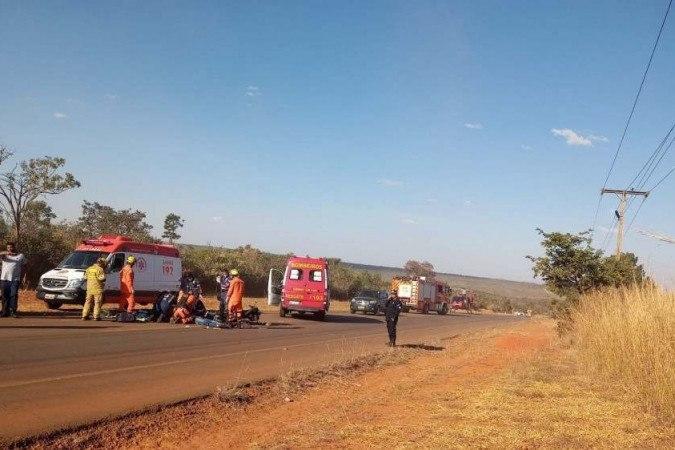 VÍDEO: motociclista de 34 anos morre após colidir contra caminhão na BR-040