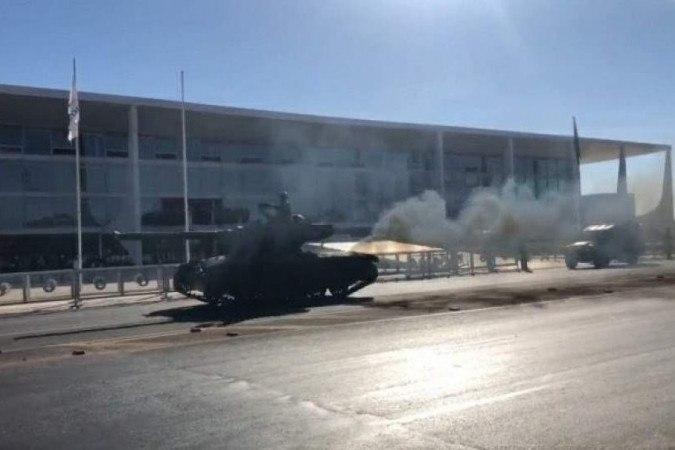 Fumacê: Desfile de tanques em Brasília vira meme nas redes sociais