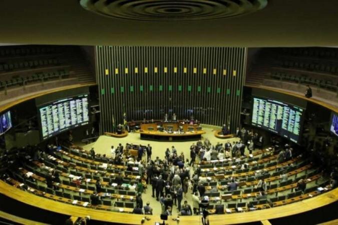 Orçamento de 2022 vai para o Congresso sem novo Bolsa Família e com pagamento total de precatórios.