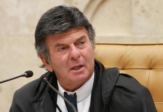 Fux diz que ninguém fechará o STF e que desprezar decisão judicial é crime de responsabilidade