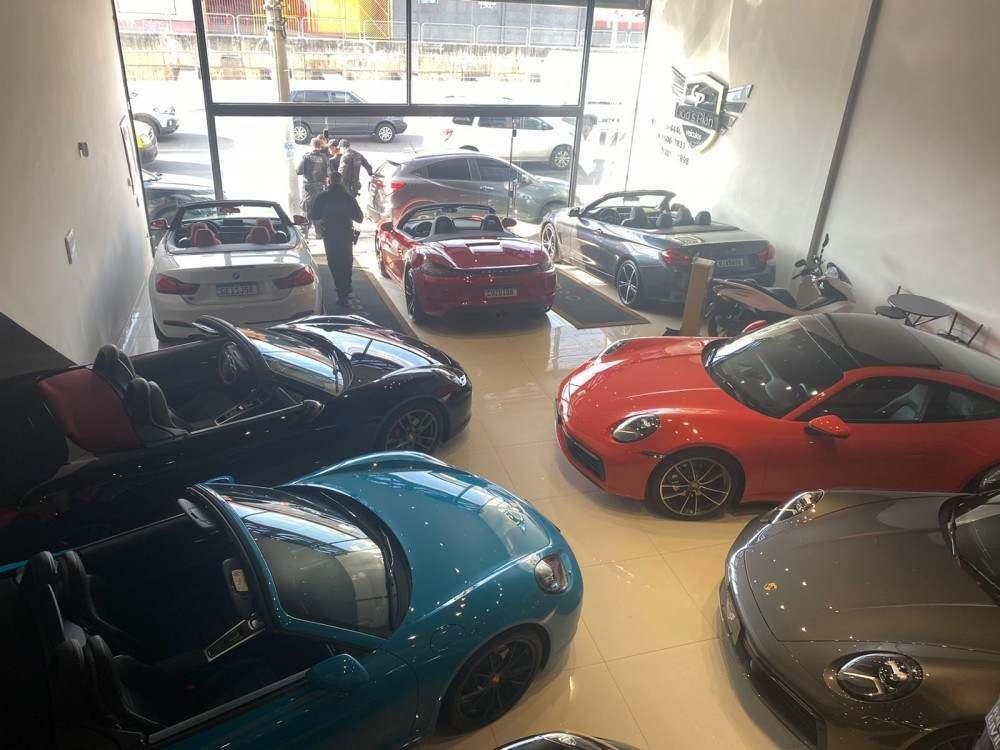 Cerca de 80 veículos de luxo, de marcas como Porsche, Mercedes-Benz e BMW. Divulgação: PCDF