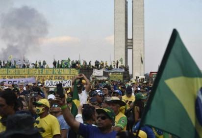 Manifestantes pró-Bolsonaro na Esplanada dos Ministérios após atos do 7 de Setembro -  (crédito: Minervino Júnior/CB/D.A. Press)