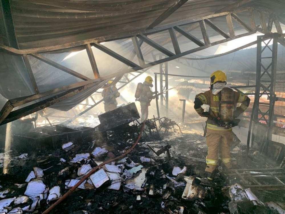 Incêndio no Restaurante Dona Ju, em Arniqueira, nesta quinta-feira (9/9)