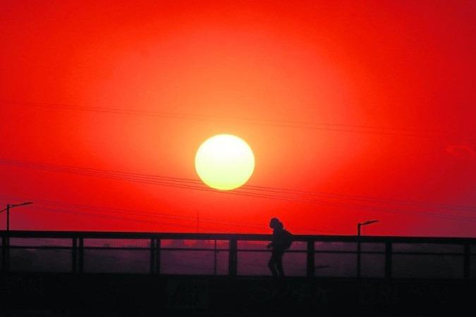 O Distrito Federal registrou umidade relativa do ar em 10% e temperatura máxima de 31,1°C, nessa segunda-feira (13/9). Seca e calor persistem -  (crédito: Ed Alves/CB/D.A Press - 8/9/21)