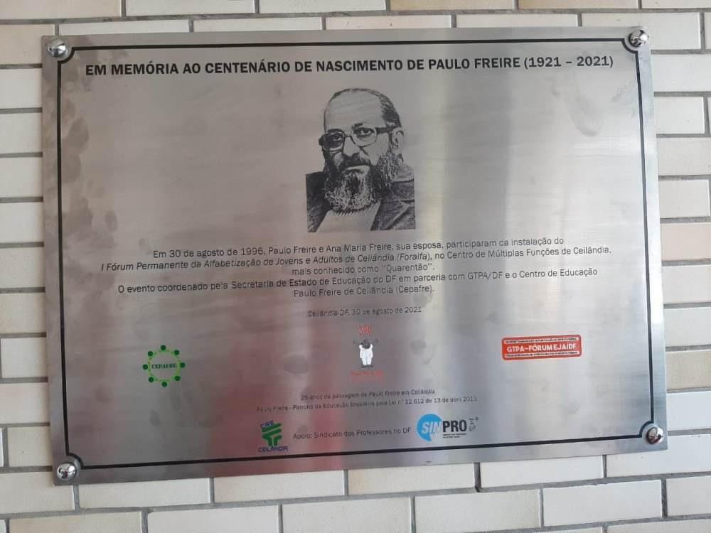 """Placa foi instalada no Centro de Múltiplas Funções de Ceilândia, o """"Quarentão"""""""