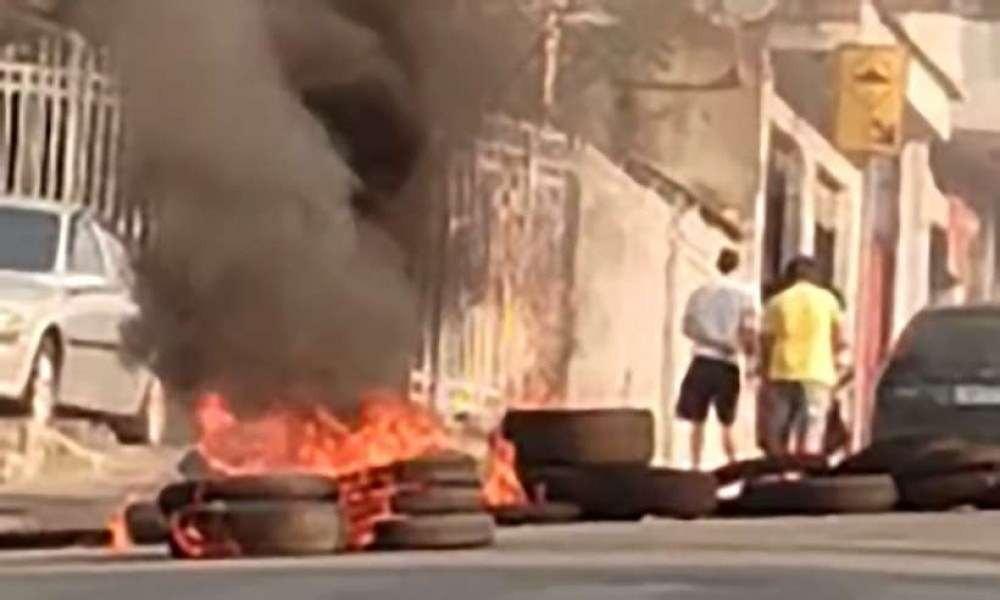 Moradores colocaram fogo em pneus no Alto Vera Cruz motivados por fake news, segundo a PM