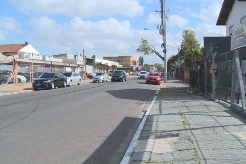 Policiais explicaram que o lugar onde a vítima pulou do veículo é próximo a um motel, o que corrobora para a suspeita de tentativa de estupro
